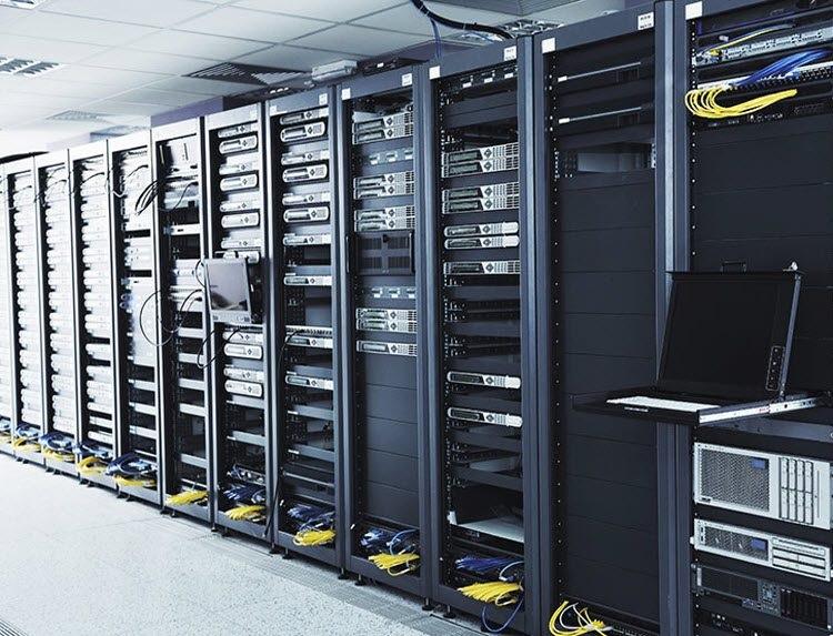 الفرق بين السيرفر ومركز البيانات - مركز بيانات